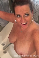 dawn-marie-selfie-tub-f001