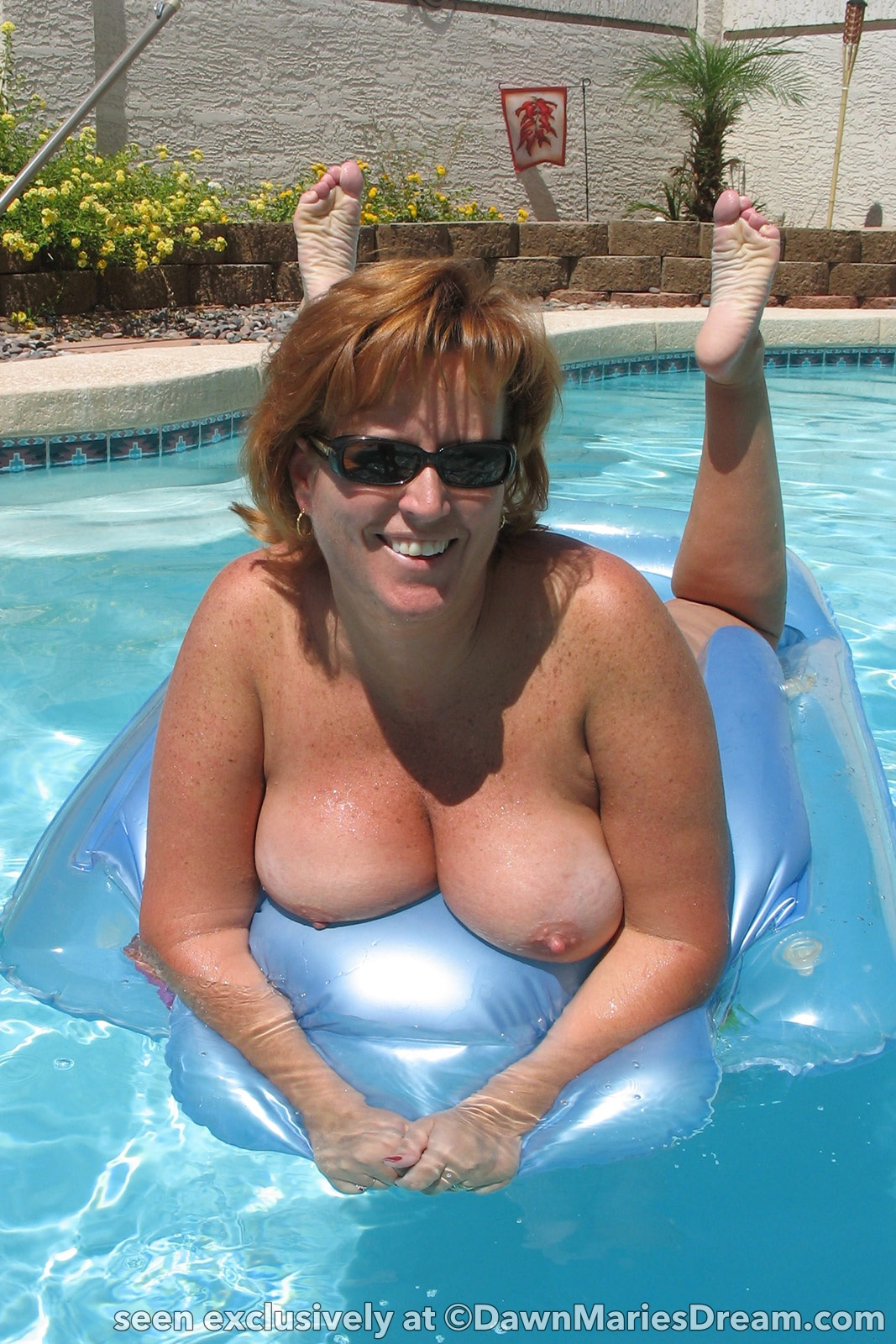 milf nude in swimming pool